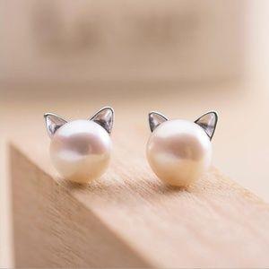 Jewelry - NEW Cat Earring Silver Pearl